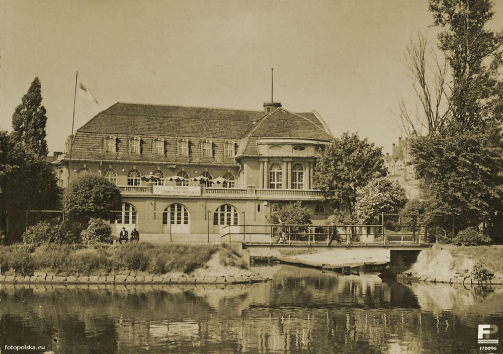 Budynek Restauracji ZATOKA - Dawnego Bydgoskiego Towarzystwa Wioślarskiego